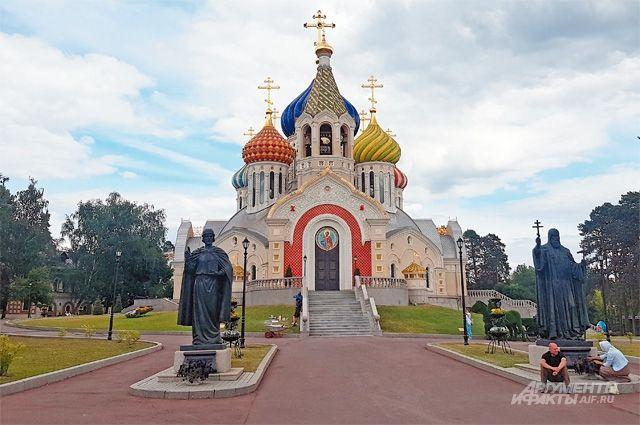 Соборный храм благоверного князя Игоря Черниговского, открывшийся в 2012 году, построен в неорусском стиле.