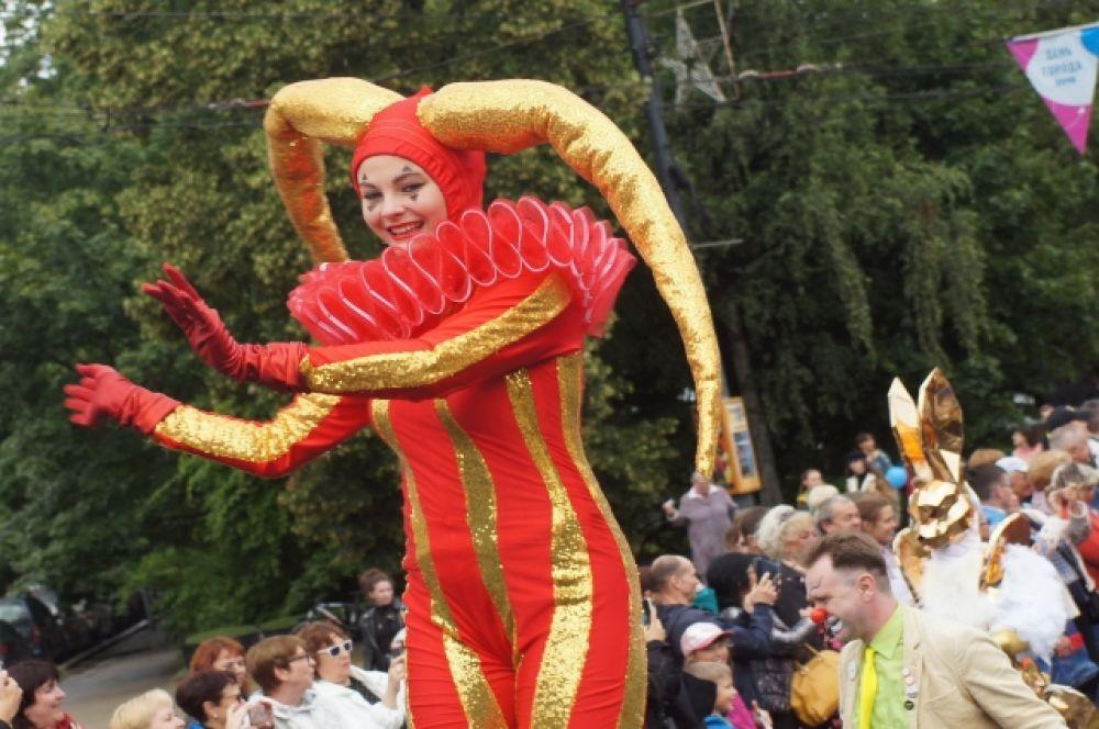 Цирковые артисты украсили торжество.