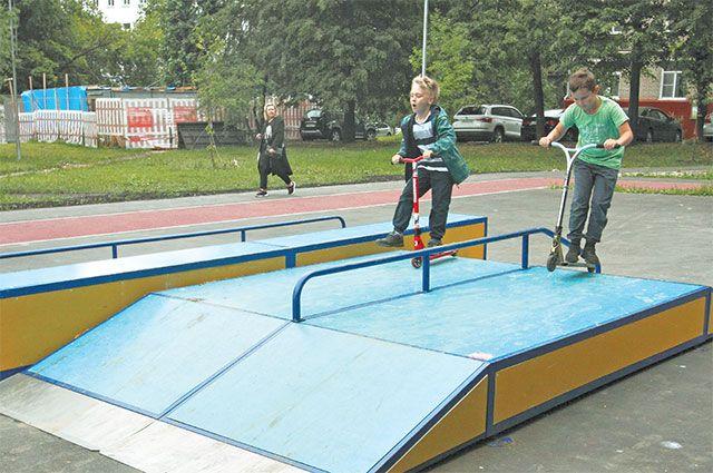 Новая детская площадка в69-м квартале Котловки  не простаивает без дела– здесь весь день гуляют дети.