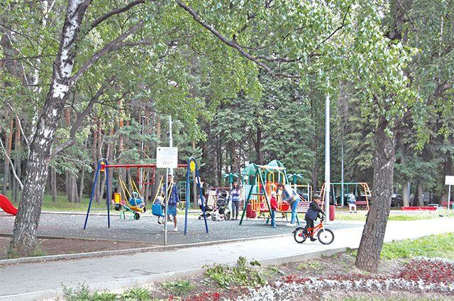 В парке «Сосенки» любят гулять жители всех возрастов.