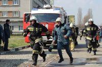 Огонь тушили семь человек и четыре единицы техники.