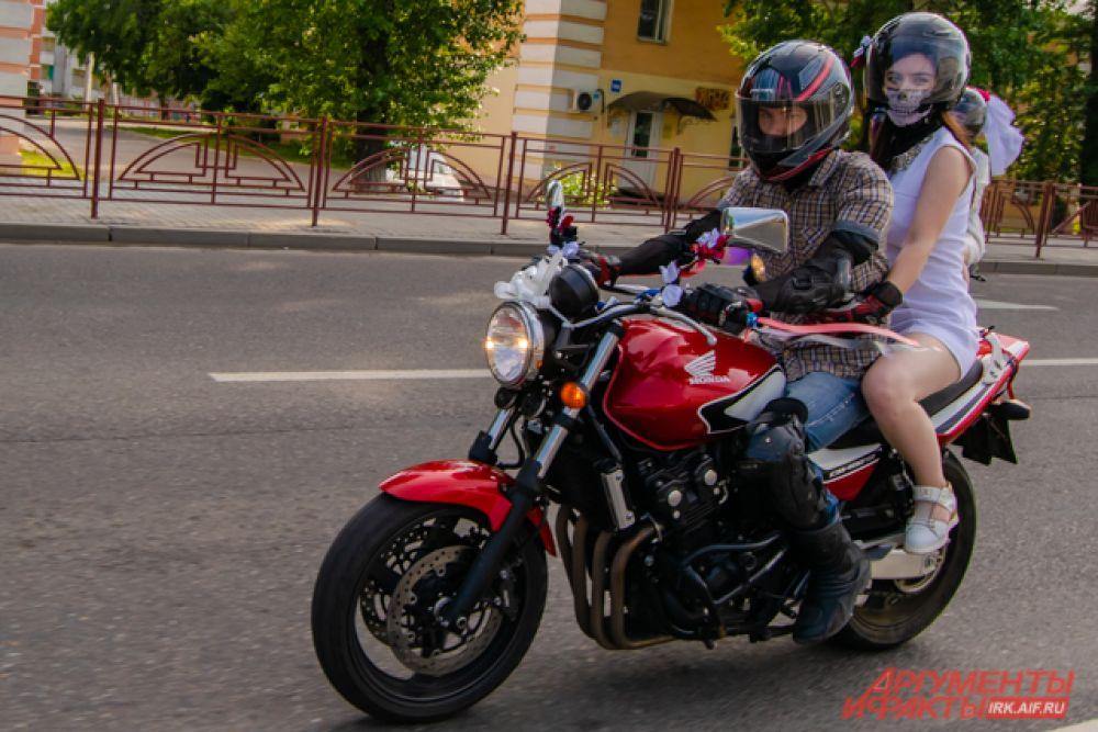 После колонна отправилась на Верхнюю набережную, прокатившись ещё по нескольким улицам города: Ямской, Красноказачьей и Бульвару Постышева.