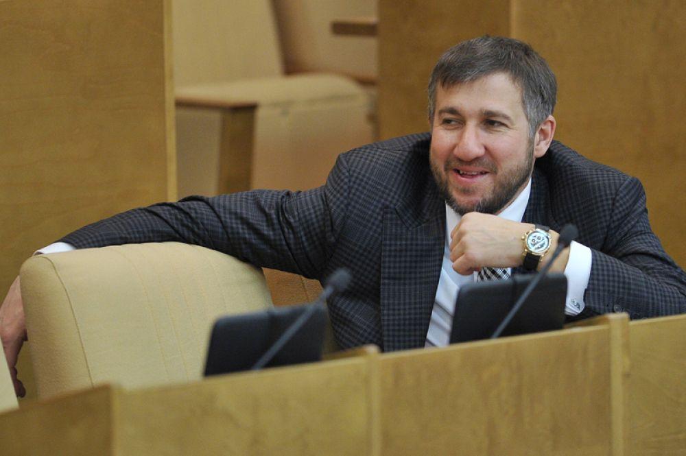 Замыкает пятерку лидеров депутат Госдумы Григорий Аникеев, задекларировавший 2,32 миллиарда рублей.