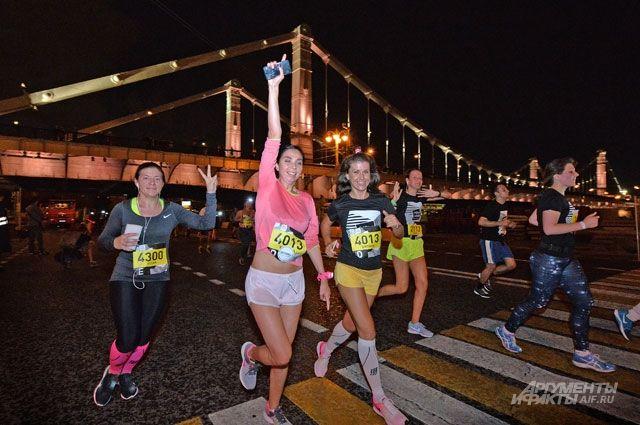 Ночной забег – спортивное состязание для опытных бегунов и весёлое развлечение для новичков.