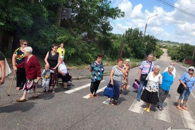 В Кривом Роге местные жители из-за отсутствия света перекрывают дорогу