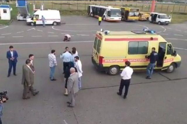 К самолёту прооперированного ребёнка привезли на реанимобиле.
