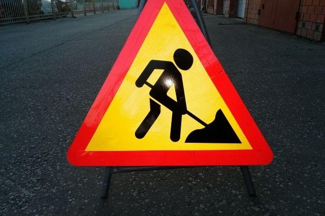 Некоторые пользователи удивились, как пострадавший упал, если яма огорожена.