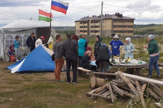 Дольщики планируют жить в палатках до тех пор, пока их дома не продолжат строить