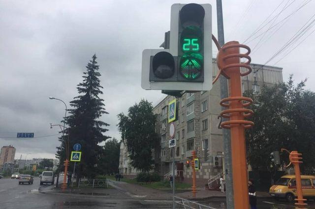 Светофор заработал на проспекте Ленинградском у дома № 28.