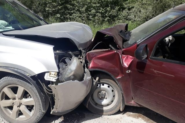 Водитель Lada не убедился в безопасном обгоне.