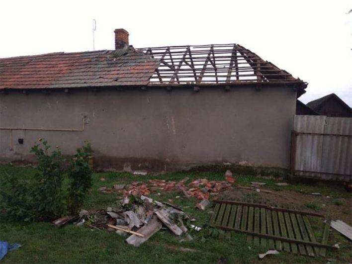 Еще один дом, в котором частично нет крыши.