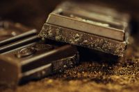 Тюменцы украли из магазина 140 плиток шоколада и раздали прохожим