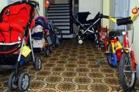 Тюменцев заставляют сносить колясочные в собственных подъездах