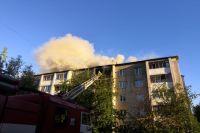 Сейчас пожарным удалось локализовать открытое горение.