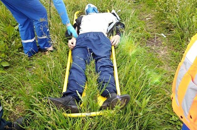 Мужчине оказали первую помощь на месте, затем увезли в больницу.
