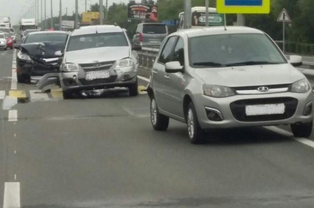 На Нежинском шоссе в тройном ДТП пострадали двое взрослых и ребенок