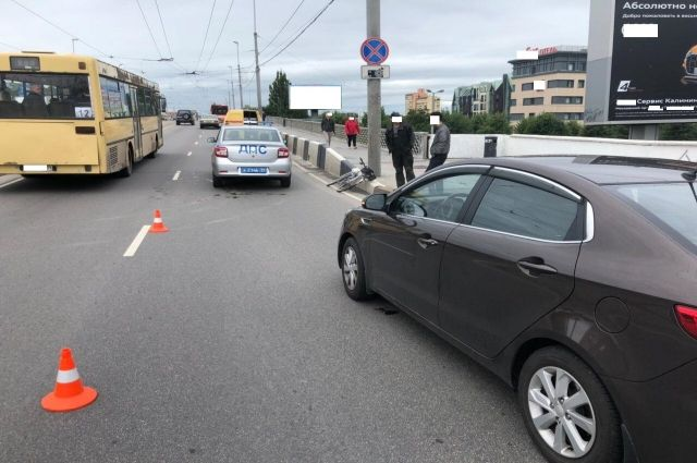 В Калининграде автомобиль и велосипед не поделили дорогу