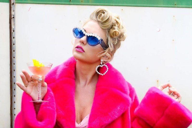 Тейлор Свифт, 185 млн долларов. Концертный тур певицы «Reputation» стал самым кассовым в истории США, принеся ей 266,1 млн долларов за все время.
