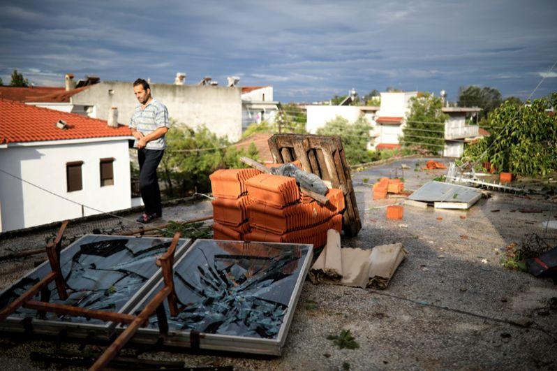 Разрушенная терраса дома в деревне Неа Плагия.