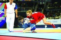 Татьяна Казенюк (на фото - в красном) борется за победу на Европейских играх в Минске
