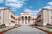 Многие здания санаториев ФНПР выглядят как настоящие дворцы.