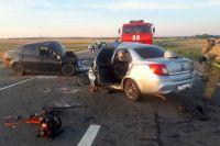 Под Соль-Илецком в ДТП погибли два водителя столкнувшихся автомобилей.