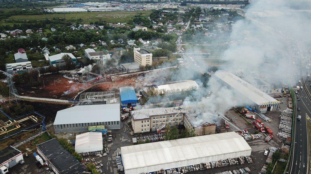 Вид с квадрокоптера на последствия пожара на газопроводе в Мытищах.