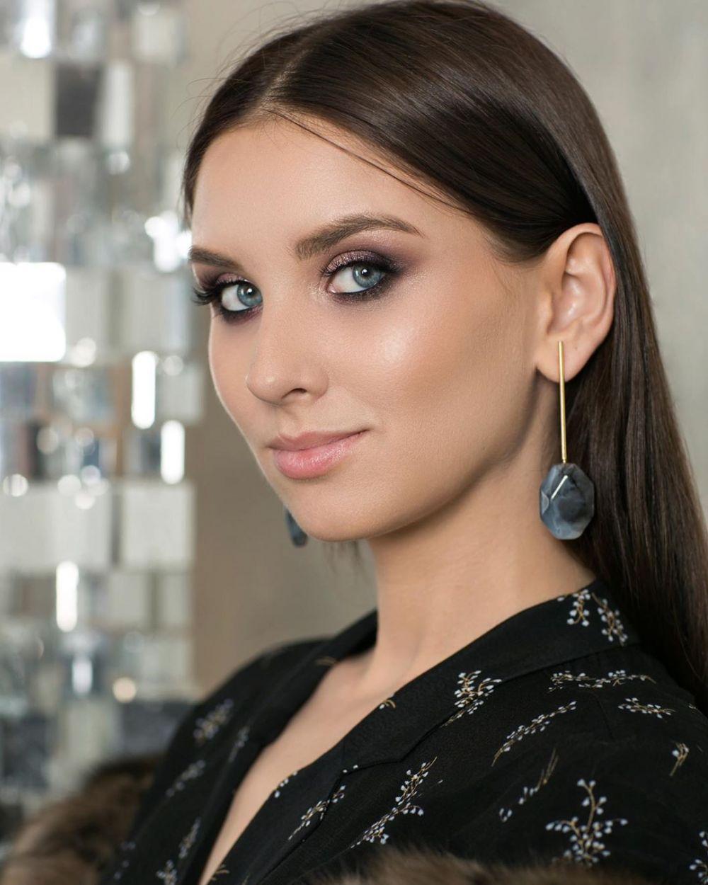 Елагина Людмила, 29 лет. Высшее образование, администратор в компании Art-House HUGGE. Хобби: фотография, большой теннис.