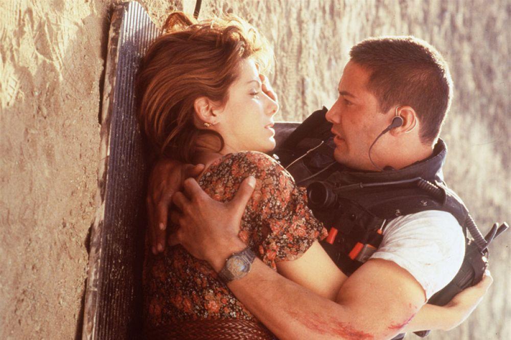 В 1994 году Буллок получила приглашение от голландского кинооператора Яна Де Бонта, работавшего с Полом Верховеном и Мадонной, принять участие в его режиссерском дебюте о пассажирском автобусе, который не может снизить скорость из-за взрывного механизма в двигателе. «Скорость» стал прокатным хитом и сделал из исполнивших в нем главные роли Буллок и Киану Ривза суперзвезд.