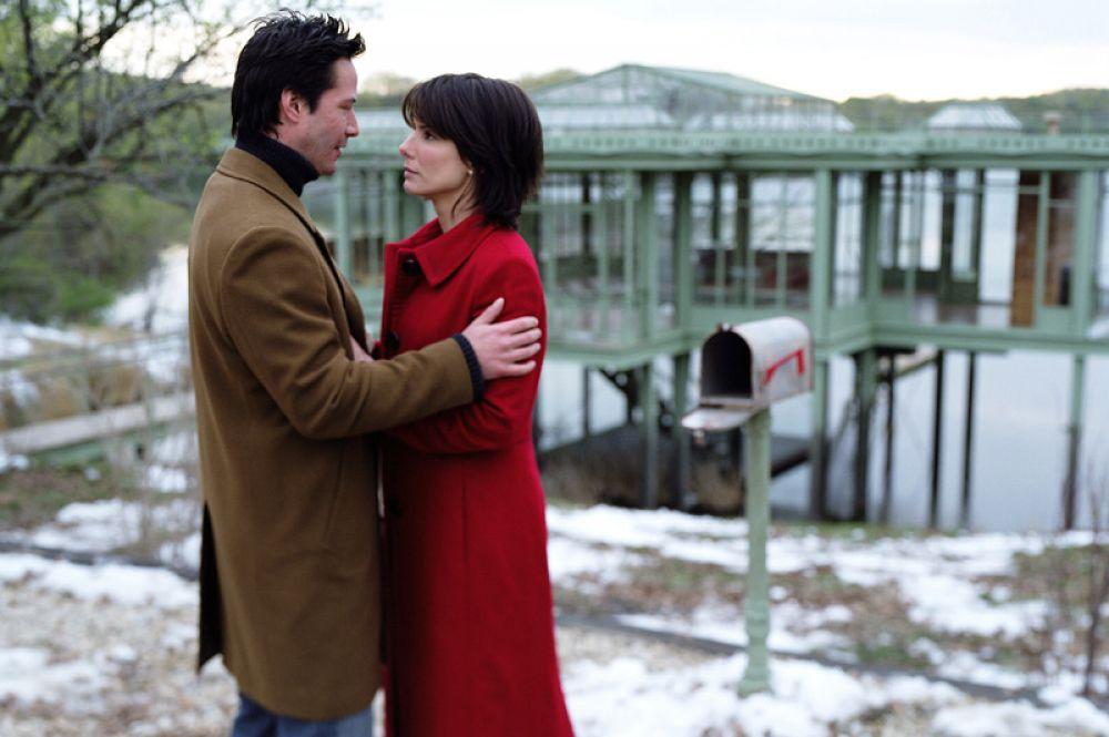 В фантастической драме «Дом у озера» Буллок вновь появилась в паре с Киану Ривзом, они сыграли влюбленных, находящихся в одном месте, но разделенных годами времени.