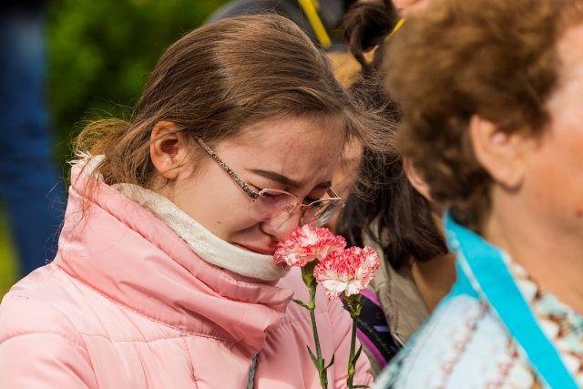 Северяне несколько дней несли цветы к мемориалу морякам, погибшим в мирное время.