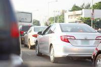 В Тюмени собрались огромные пробки на подъездах к пляжам