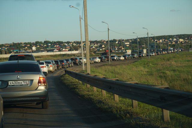По словам очевидицы, движение затруднено в сторону Академгородка, в сторону центра автомобили проезжают свободно. Подробности ДТП уточняются в региональном ГИБДД.