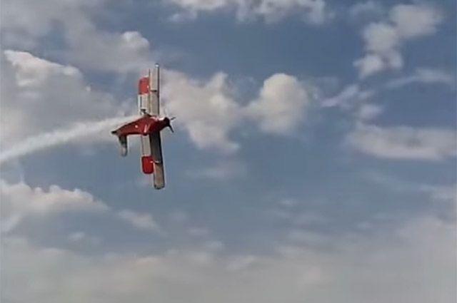 Из-за технических неполадок в тюменской деревне экстренно сел самолет