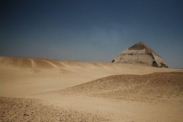 Уникальную «ломаную» пирамиду открыли в Египте