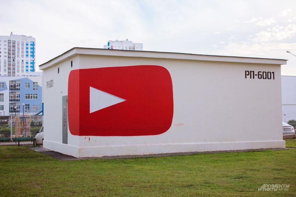 Испанский художник Ampparito ломает пространство своими работами. Попробуйте нажать на кнопку YouTube на улице Краснолесья, 139. Кроме того, у художника готова еще одна работа на улице Сакко и Ванцетти, 102.