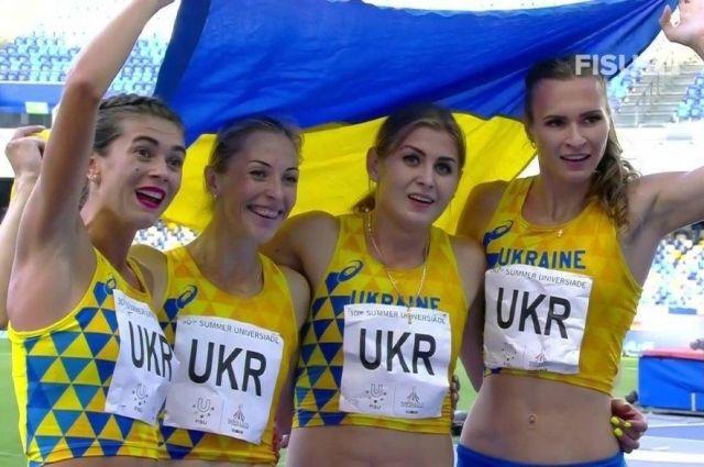 Победительницы в эстафете 4×400 метров