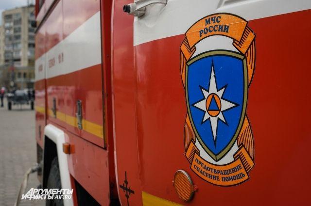 В Новоорском районе восемь пожарных тушили автомобиль