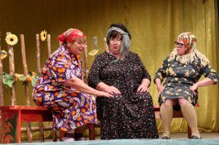 Вещи из бабушкиного сундука отлично подходят для спектакля  о 50-х годах прошлого века.