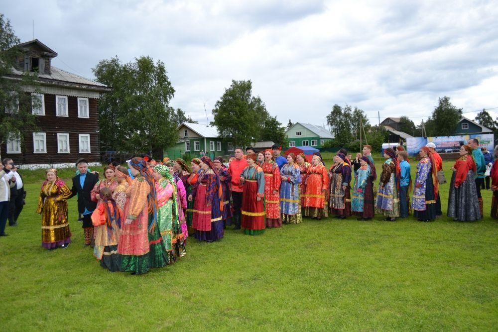 Когда «Горка» заканчивается, участники расходятся по домам небольшими группами с протяжными, лирическими песнями.