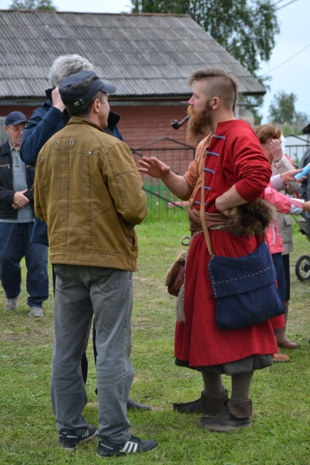 Специальными гостями праздника стали участники историко-реконструкционного клуба «Кречет», которые приплыли в Усть-Цильму на копии средневековой ладьи.