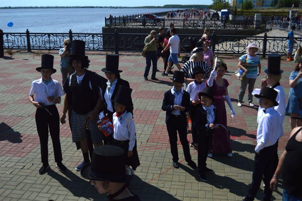 Городская централизованная библиотечная система устроила костюмированный конкурс «Пушкинское НАШЕствие», посвящённое 220-летию со дня рождения Александра Пушкина.