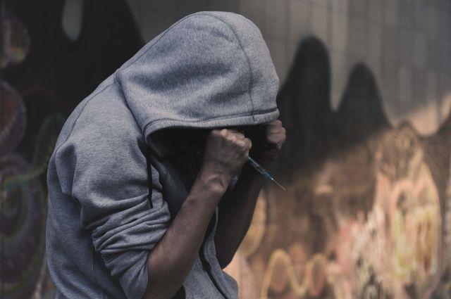 В Омске поймали жителя Кемерова с килограммом наркотиков