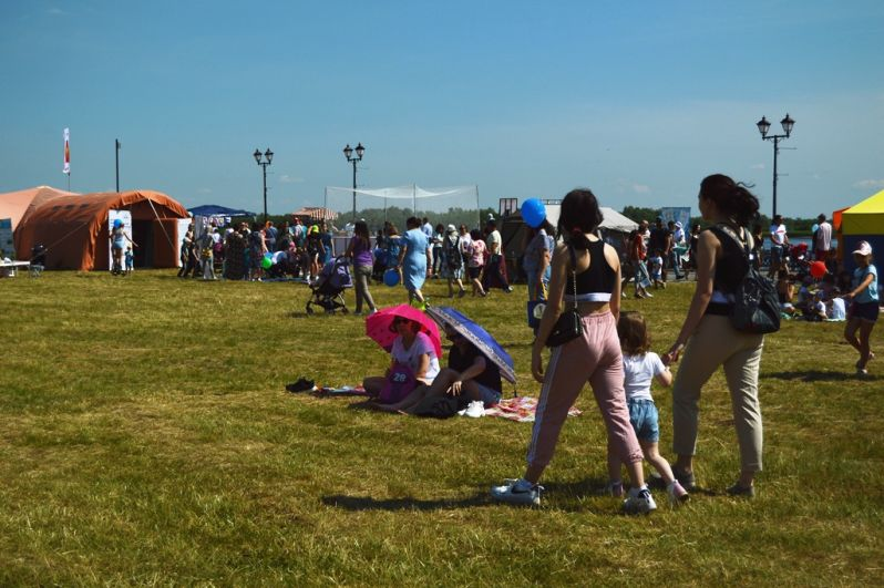 Более 11 000 человек посетили «Пикник ХМ» в минувшую субботу. 11 зон для югорчан от мала до велика.