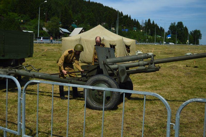 Военно-историческая реконструкция - самая зрелищная часть праздника.