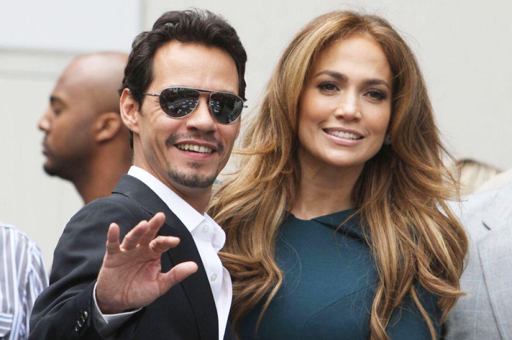 Следующим избранником Лопес стал ее друг, певец Марк Энтони. В 2004 году они поженились, спустя три года стали родителями двойняшек — Макса и Эммы, но и этот брак, хоть и продержался дольше других, в итоге распался.