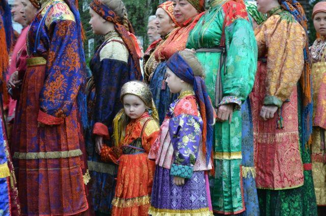 На «Горку» собрались разные поколения местных жителей, а также гости из других деревень.