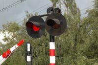 В городе Приморске ремонтируют железнодорожный переезд