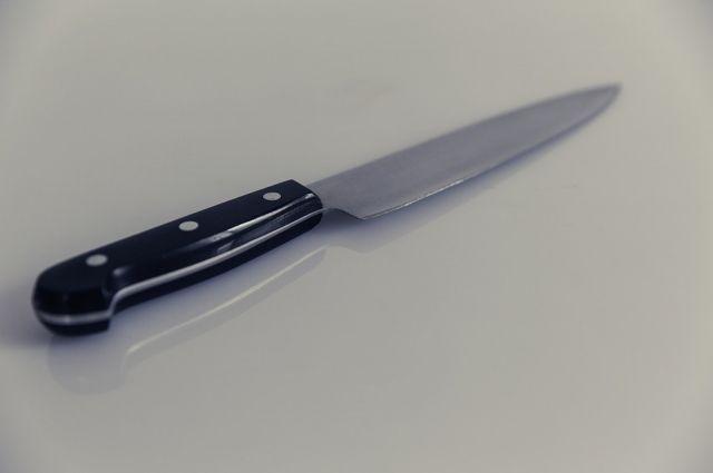 Оренбуржец из-за громкой музыки напал с ножом на соседа