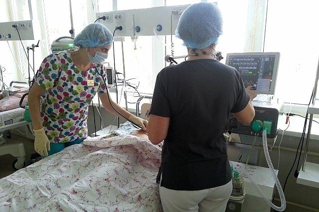Девочка находилась на искусственной вентиляции лёгких. Врачи оценивали её состояние как тяжёлое.